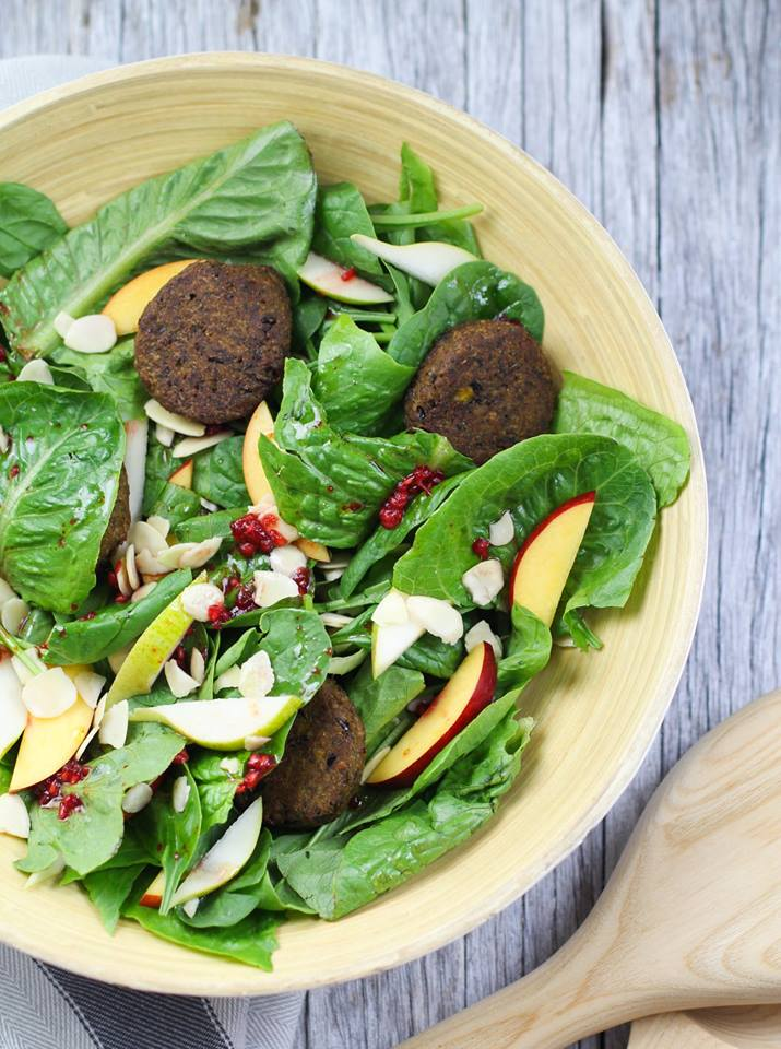 Pear & Nectarine & Falafel Salad